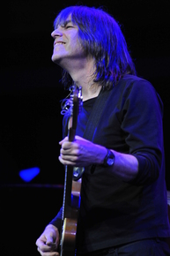 Yellowjackets_mike_stern_2_photo_credit_frank_stewart_jazz_at_lincoln_center_depth1