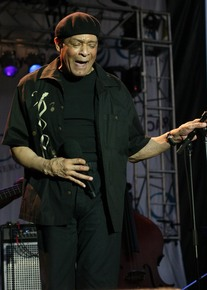 Al_jarreau_-_west_oak_lane_jazz_fest_6-19-10-12_depth1