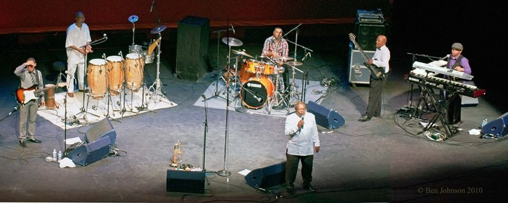 Hugh_masekelal_touring_band_2010__dsc166-167_depth1