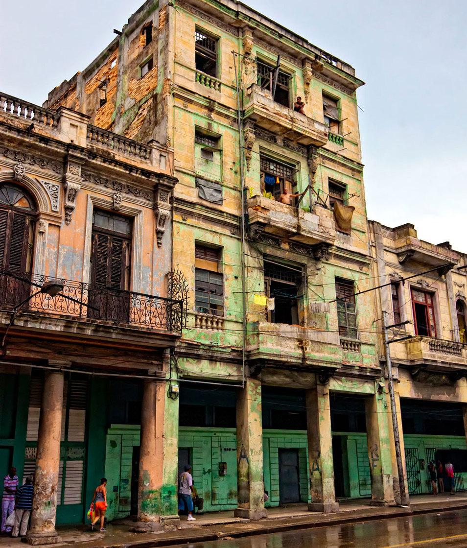 Insight Cuba - Rainy Street