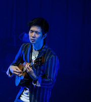 Jake_shimabukuro_10__blue_light_3__pensive__very_good___highline_ballroom__nyc__11-11_span3
