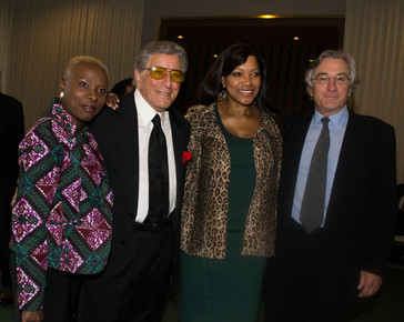 Angelique_kidjo__tony_bennett__robert_de_niro_s_wife_grace__robert_de_niro_1__backstage_at_the_un__international_jazz_day__nyc__4-30-12_depth1