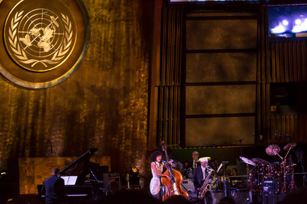 Esperanza_spalding_and_jimmy_heath_under_un_insignia__international_jazz_day__un__nyc__4-30-12_depth1