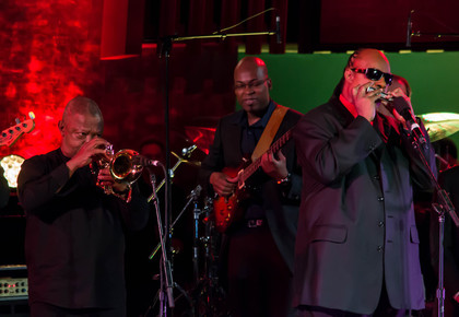 Hugh_masekela__lionel_loueke__stevie_wonder_onstage_1__international_jazz_day__un__nyc__4-30-12__depth1