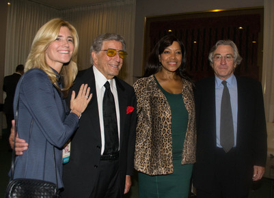 Robert_de_niro__tony_bennett_and_their_wives_1__backstage_at_the_un__international_jazz_day__nyc__4-30-12_depth1