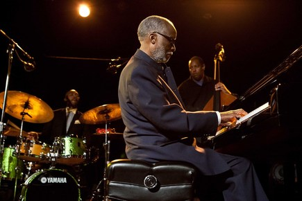 Ahmad_jamal_performing_at_sjazz_gala_depth1
