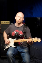 Oz Noy's Video Lesson on Minor Pentatonic Scale