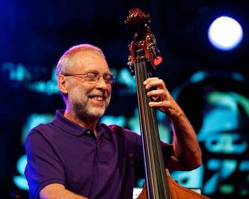 Dave_holland_depth1