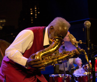 Pharoah_sanders_14_mouth_in_horn__dizzy_s__nyc__9-124_depth1
