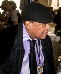 Al_jarreau_at_cafe_outside_of_hagia_irene_prior_to_press_conference__istanbul__4-13_depth1