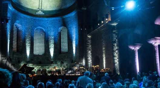 Hagia_irene_interior_prior_to_concert__istanbul__4-13_depth1