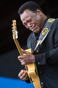 George_benson_2013mjf_photo-_9__c_monterey-jazz-festival-tomas-ovalle-9_depth1