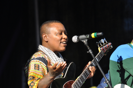 Meshell_ndegeocello2_by_phil_farnsworth_depth1