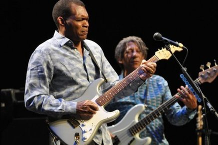 Robert_cray_barbican_london_6th_may_2014_087_depth1