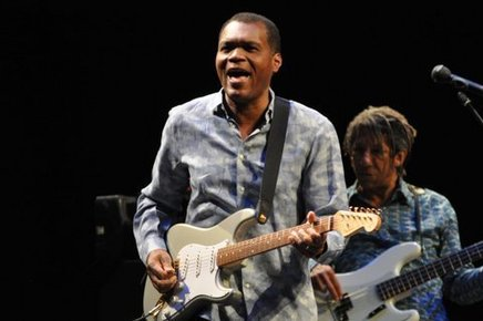 Robert_cray_barbican_london_6th_may_2014_094_depth1