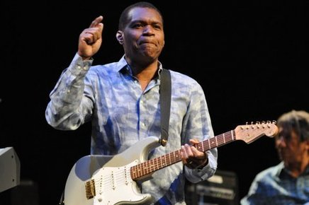 Robert_cray_barbican_london_6th_may_2014_096_depth1