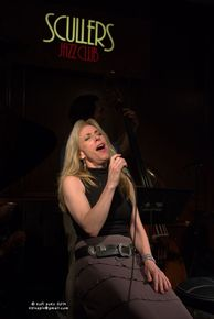 Amanda_carr_at_the_roy_haynes_ceremony_to_fred__at_scullers_jazz_boston_2014_depth1