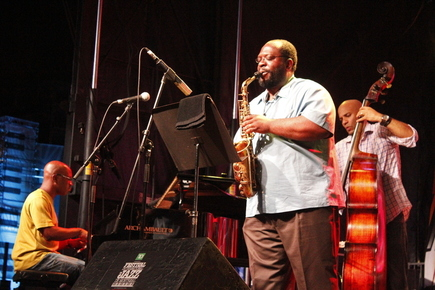 Darius_jones_2_montreal_jazzfest_2014_sharonne_cohen__2__depth1
