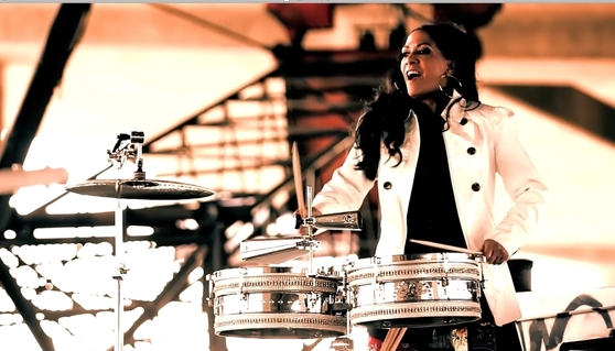Sheila_e_-_on_drums_3_span9