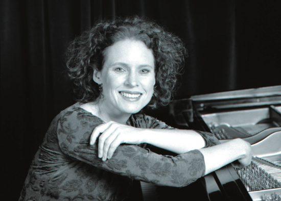 Lynne Arriale image 0