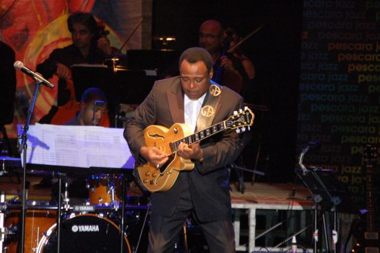 George Benson opens the show with Breezin' image 0