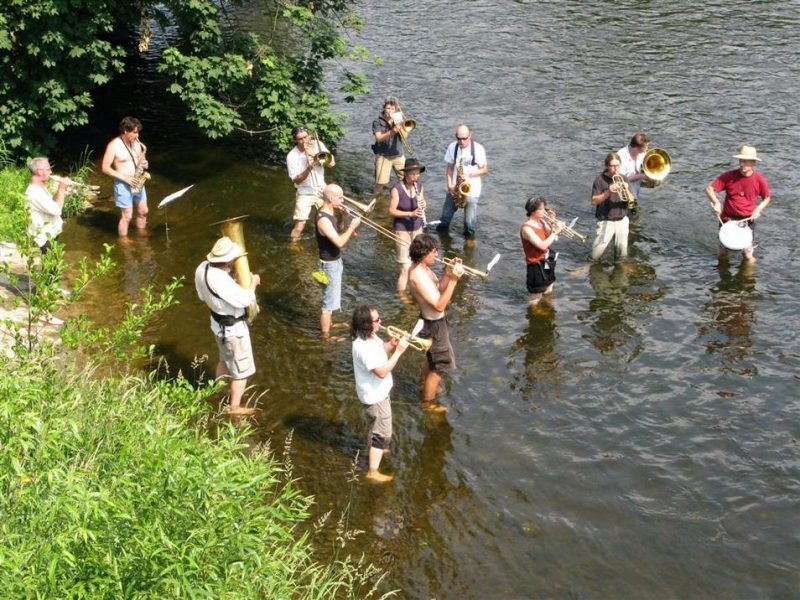 A jazz band playing in the river Saale