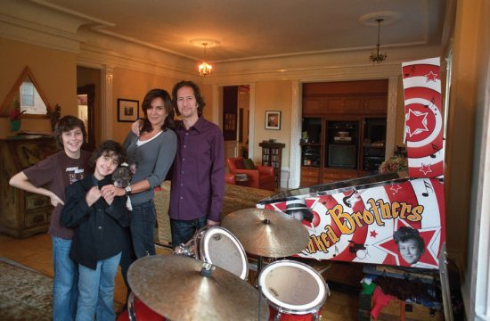 Michael Wolff, Polly Draper and their two sons image 0