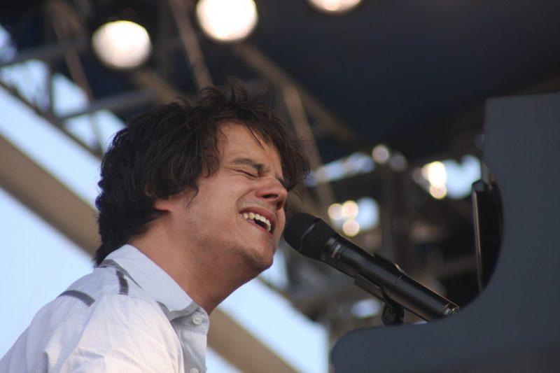 Jamie Cullum performing at the 2010 CareFusion Newport Jazz Festival