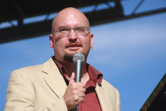 Ethan Iverson introducing The Bad Plus at the 2010 Rosslyn Jazz Festival image 0