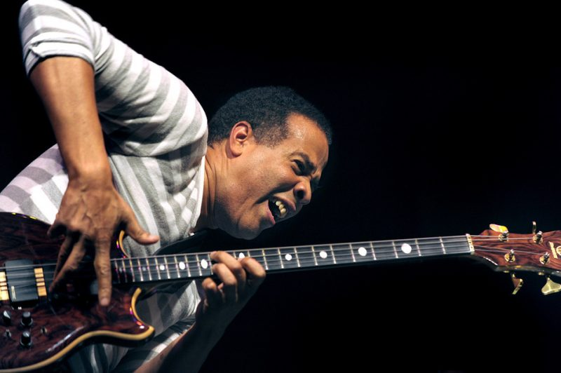 Stanley Clarke performing with Return to Forever IV
