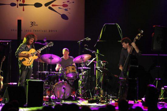 Pat Metheny, Bill Stewart, Larry Grenadier, Skopje Jazz Festival, Oct. 2011 image 0