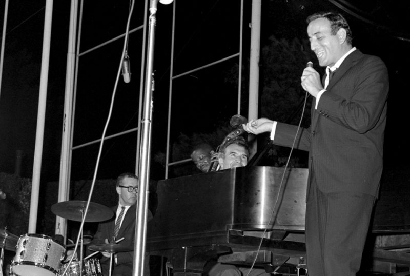 Tony Bennett and members of the Dave Brubeck Quartet at the White House 1962