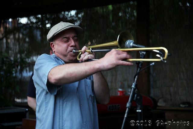 Steven Bernstein at the Hotel Storyville crawfish boil, New Orleans, April 2013