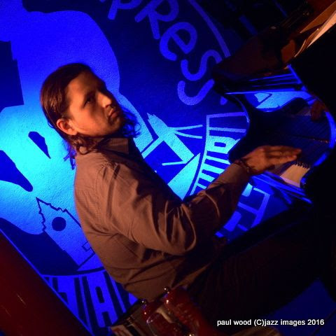 Pianist Robert Rodriguez, performing with Joe Locke, London Pizza, London, England January 2016