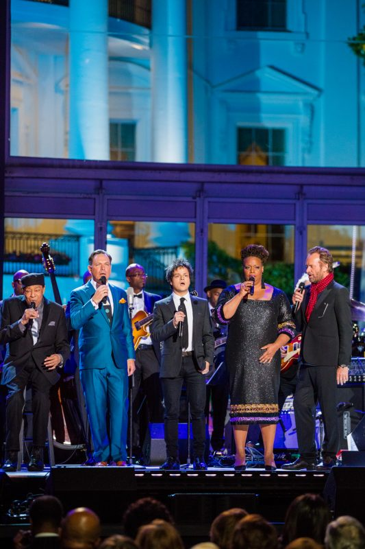"""Al Jarreau, Kurt Elling, Jamie Cullum, Dianne Reeves and Sting (from left) sing John Lennon's """"Imagine,"""" to close the International Jazz Day Global Concert at the White House; April 29, 2016"""