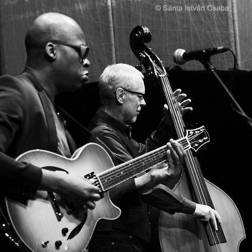 Lionel Loueke and Dave Holland with Aziza at the 2016 Moncalieri Jazz Festival in Italy