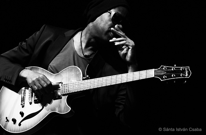 Lionel Loueke with Aziza at the 2016 Moncalieri Jazz Festival in Italy
